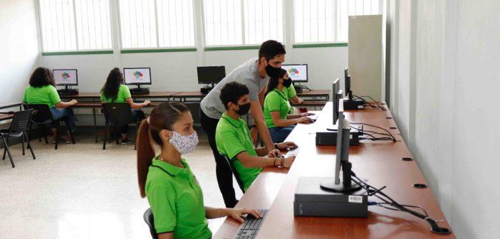 Desarrollo Web y Ciberseguridad llega a 17 colegios técnicos